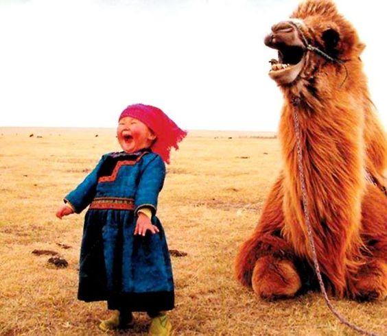 웃음_소녀와 낙타.jpg
